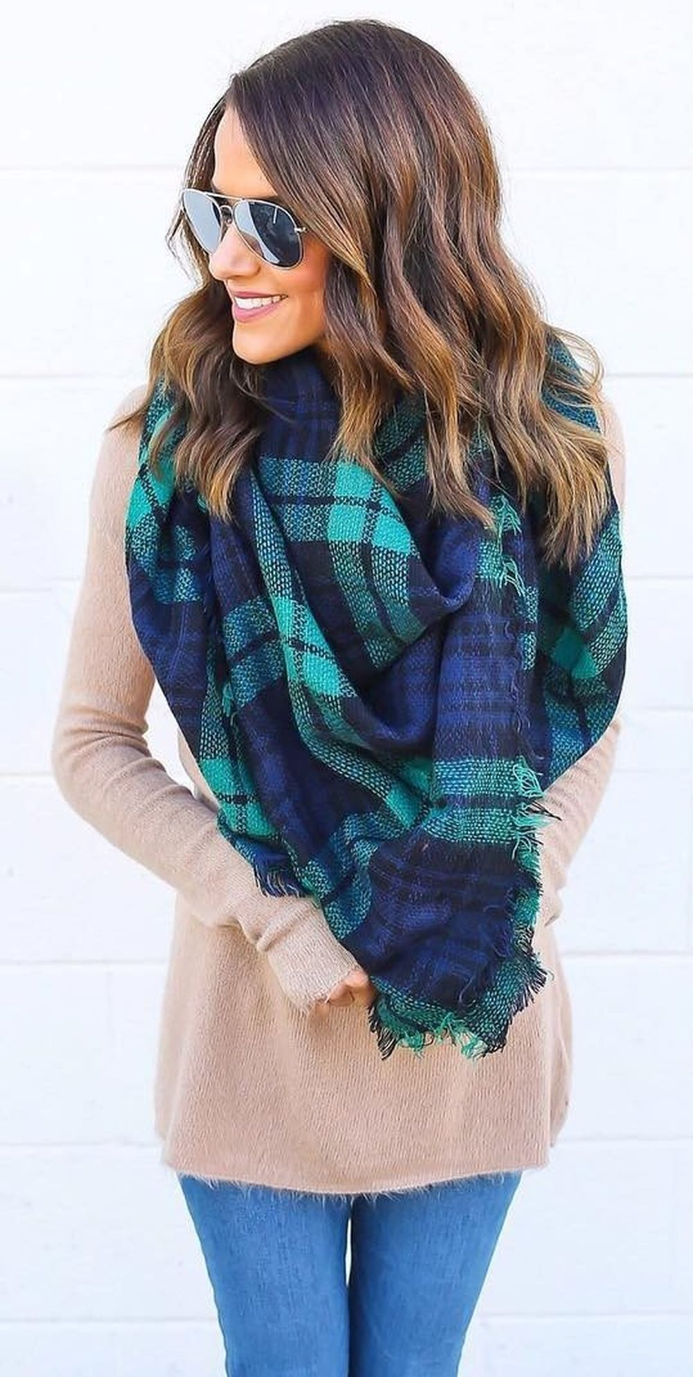 Fashionable scarves for winter outfits 17