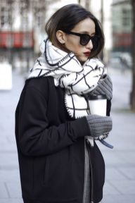 Fashionable scarves for winter outfits 18