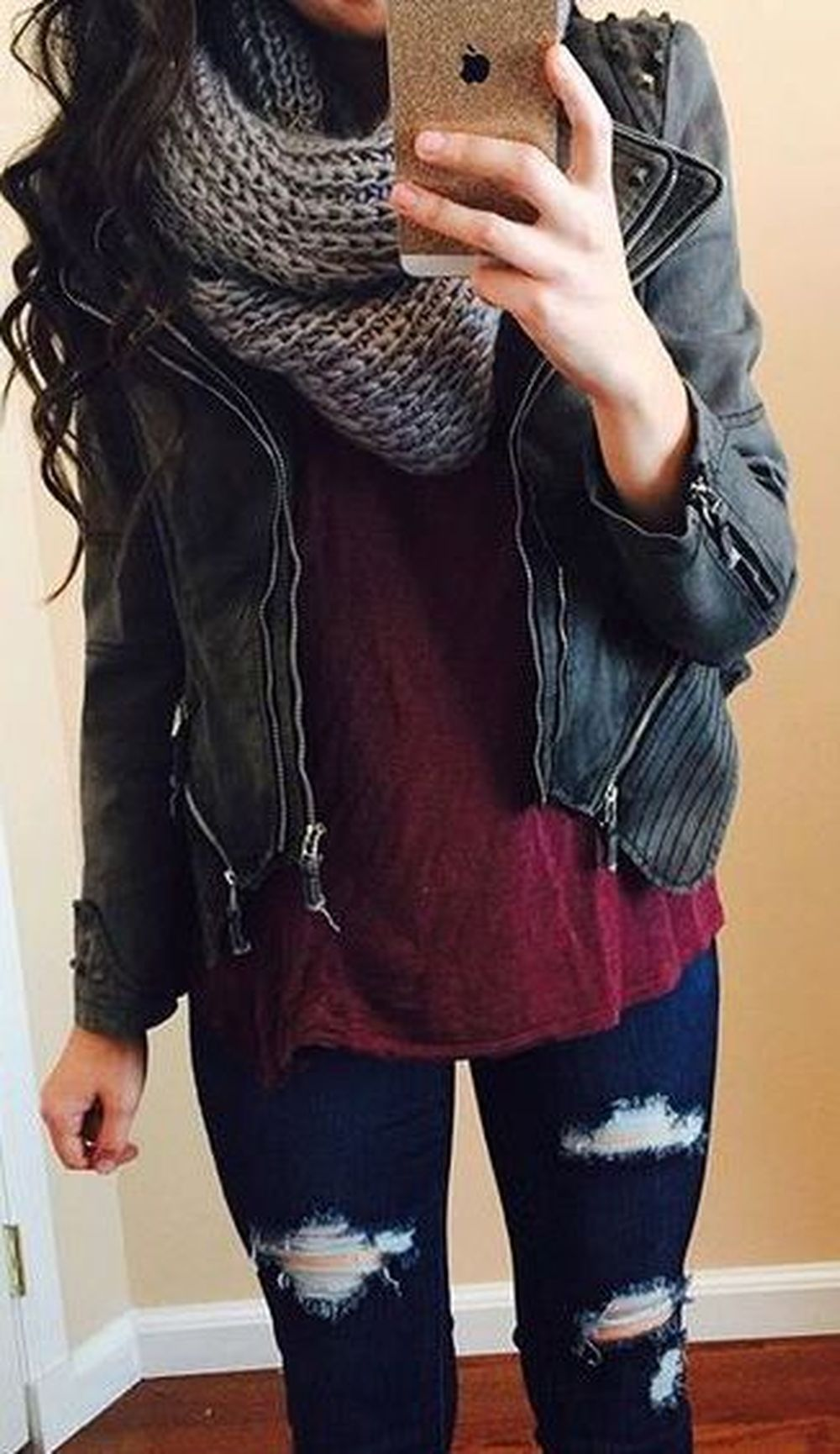 Fashionable scarves for winter outfits 19