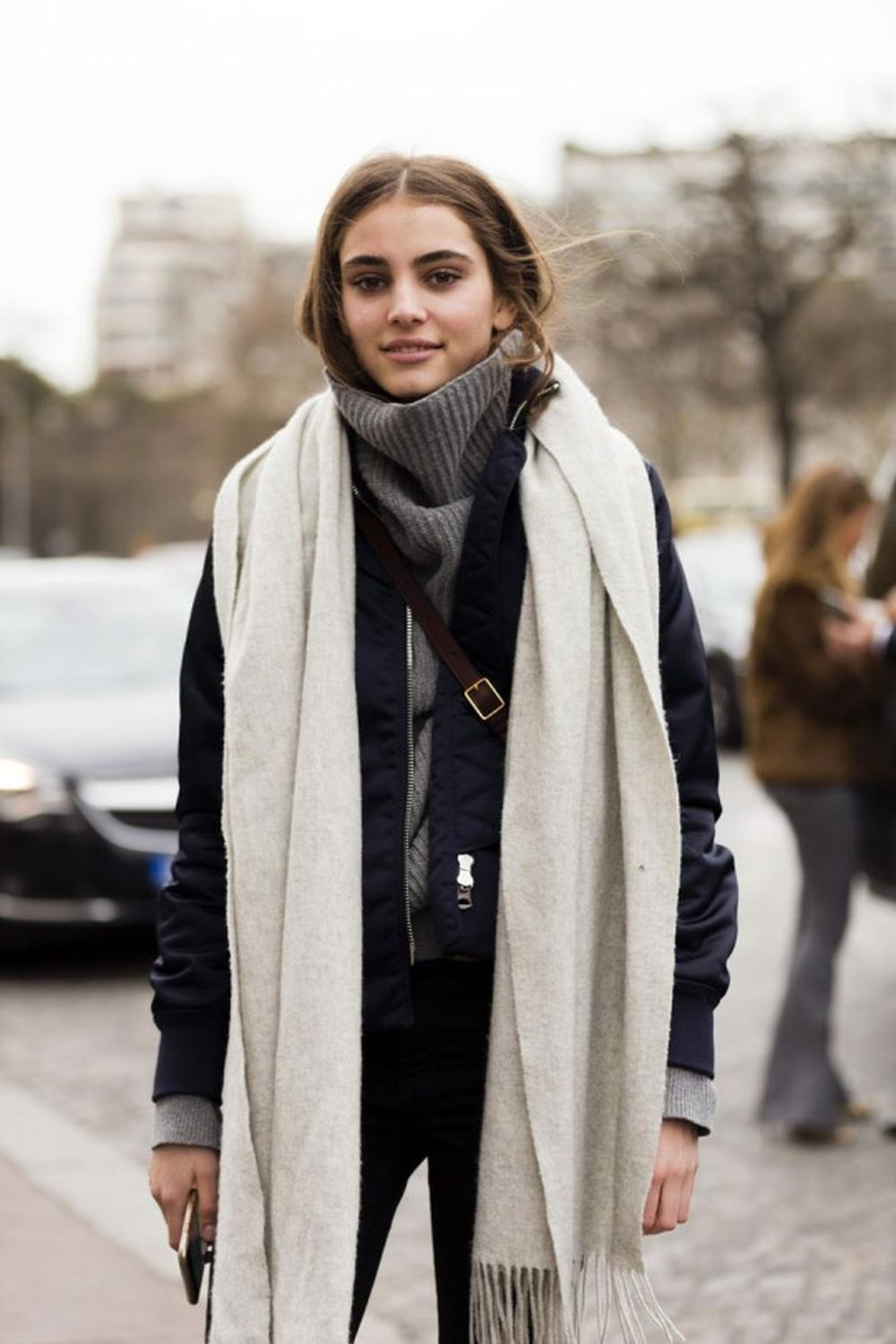 Fashionable scarves for winter outfits 22