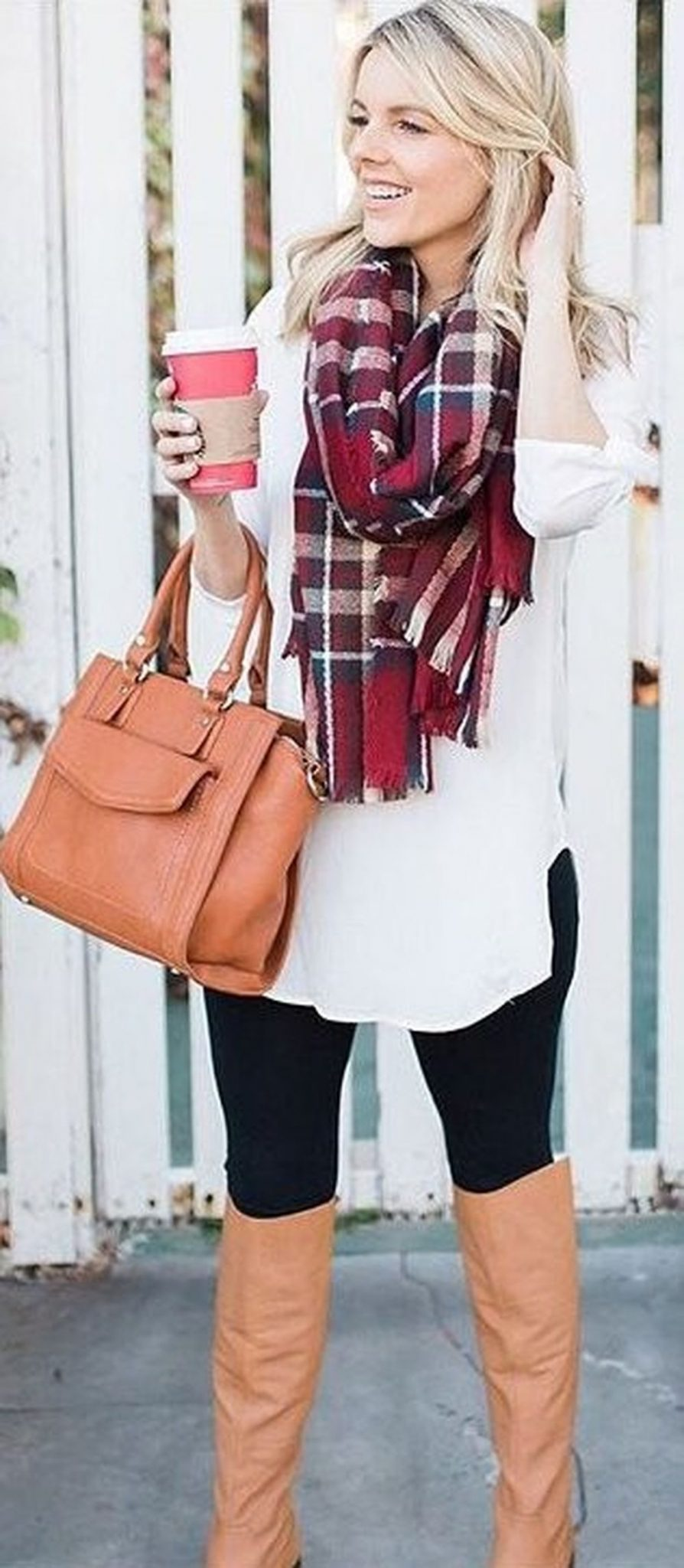 Fashionable scarves for winter outfits 32