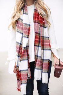 Fashionable scarves for winter outfits 36