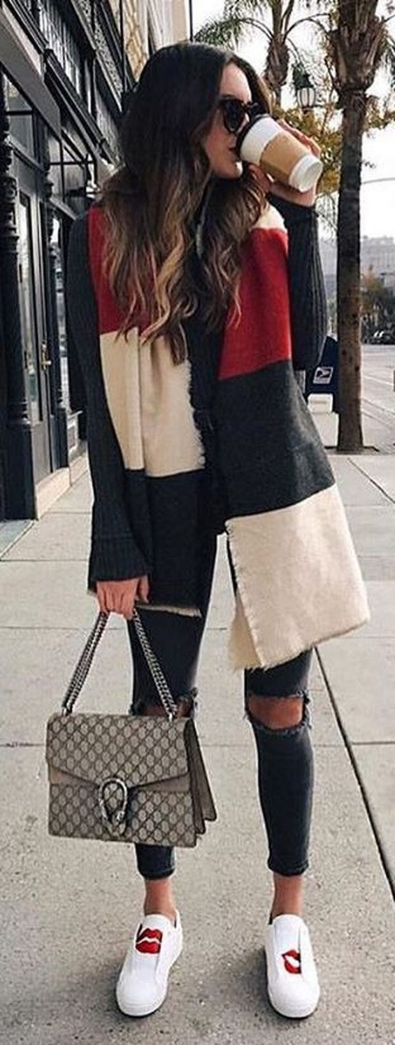 Fashionable scarves for winter outfits 45