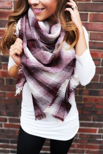 Fashionable scarves for winter outfits 48