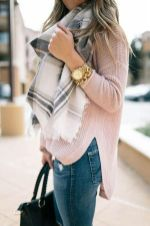 Fashionable scarves for winter outfits 57