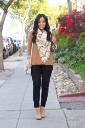 Fashionable scarves for winter outfits 6