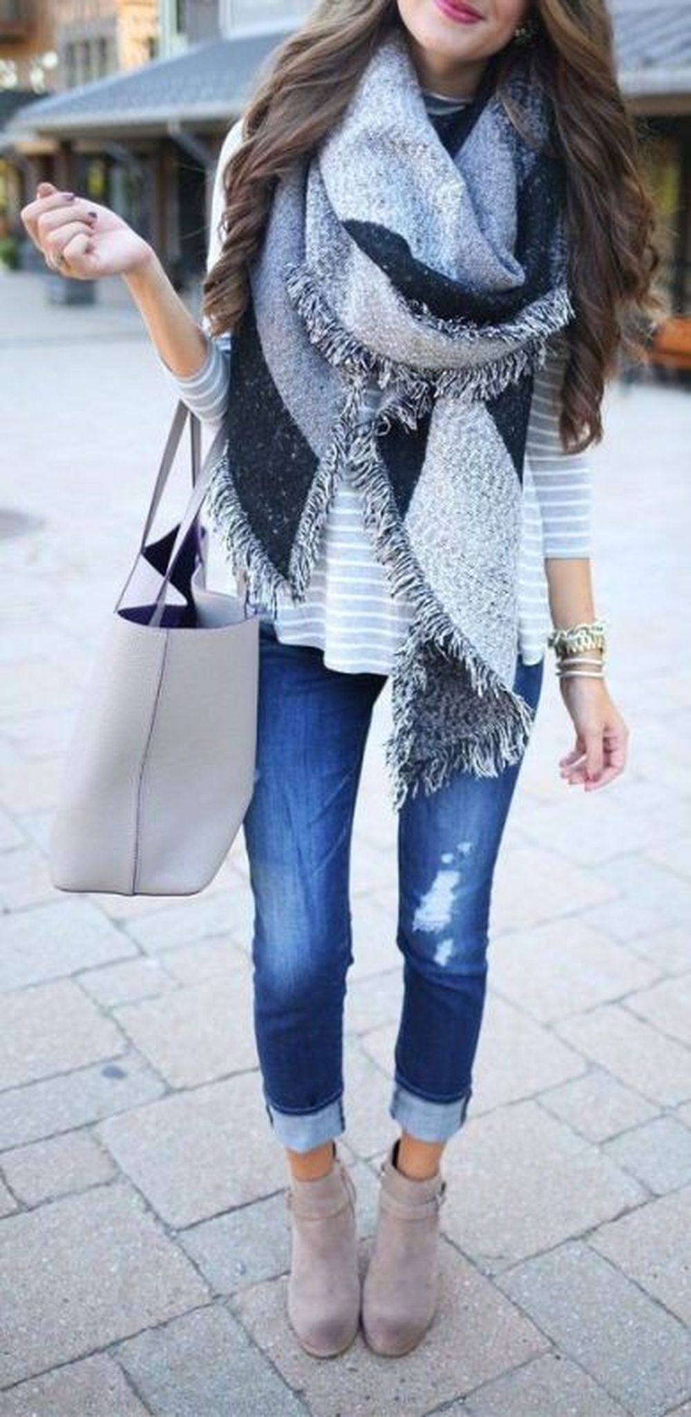 Fashionable scarves for winter outfits 62