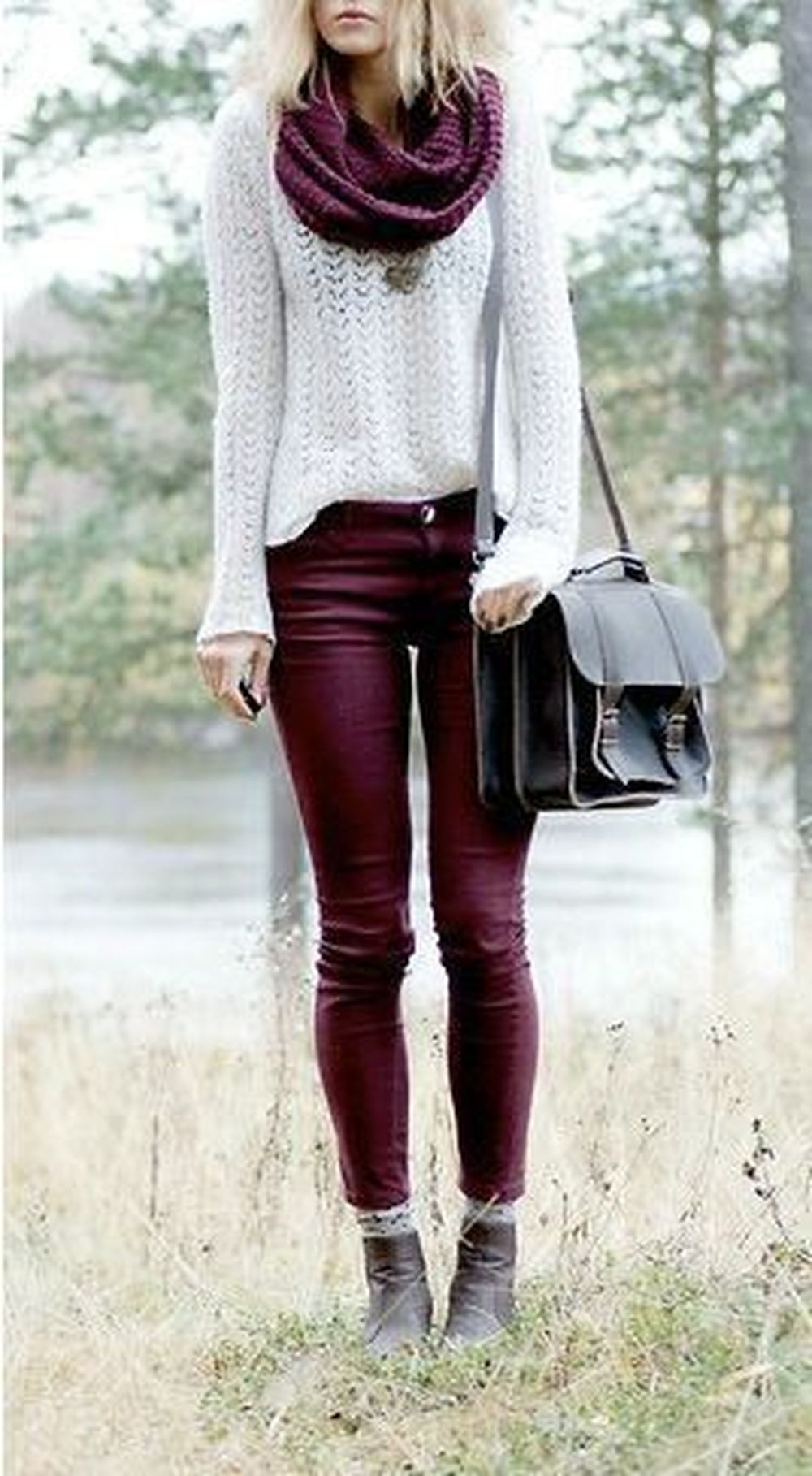 Fashionable scarves for winter outfits 79