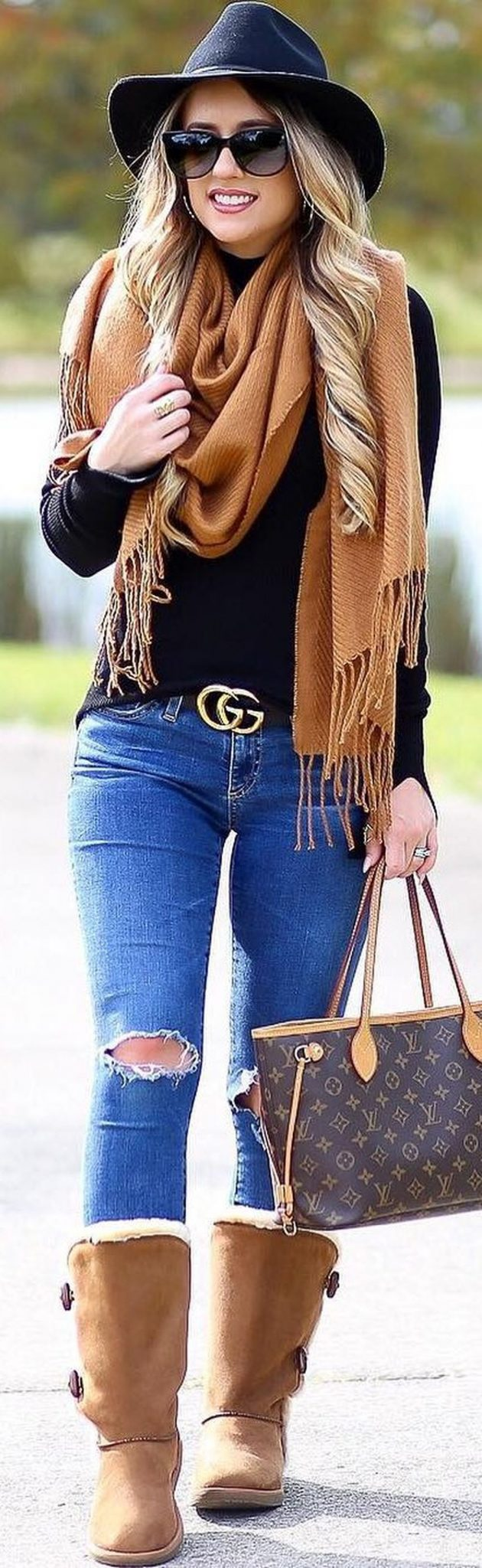Fashionable scarves for winter outfits 8