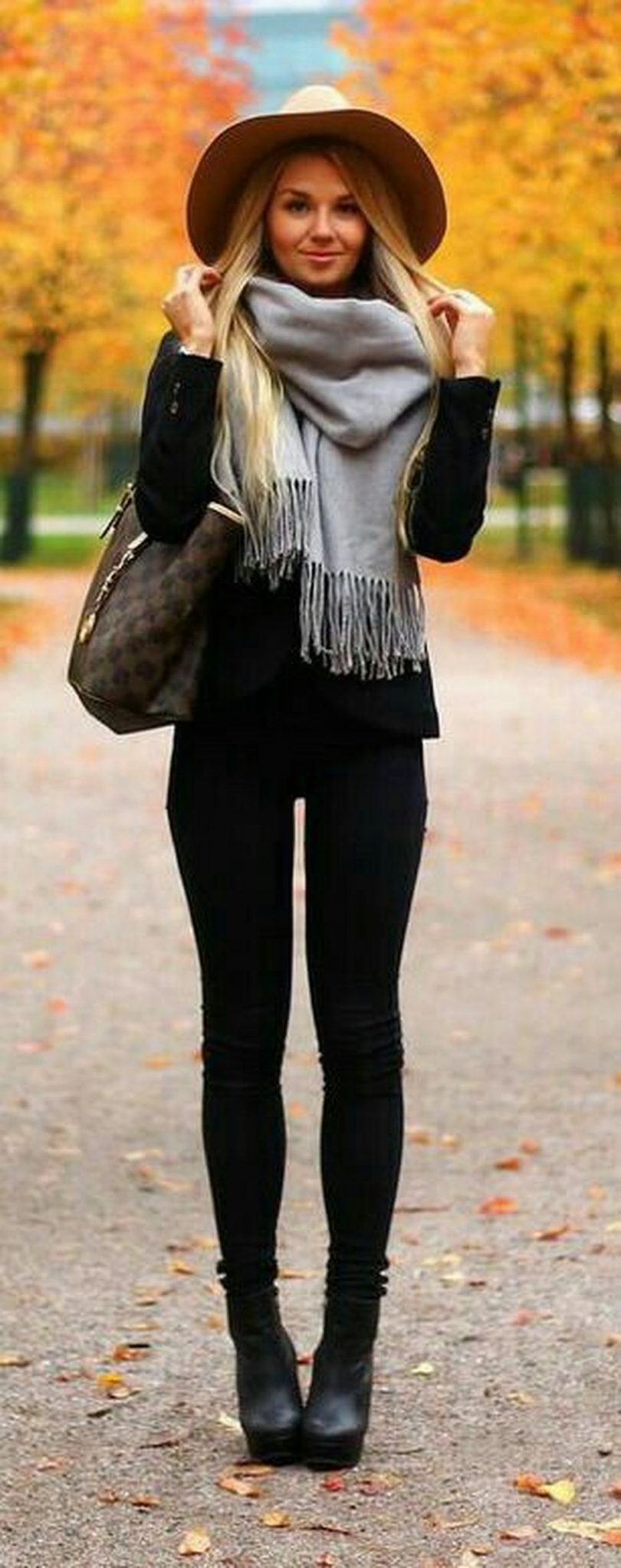 Fashionable scarves for winter outfits 81