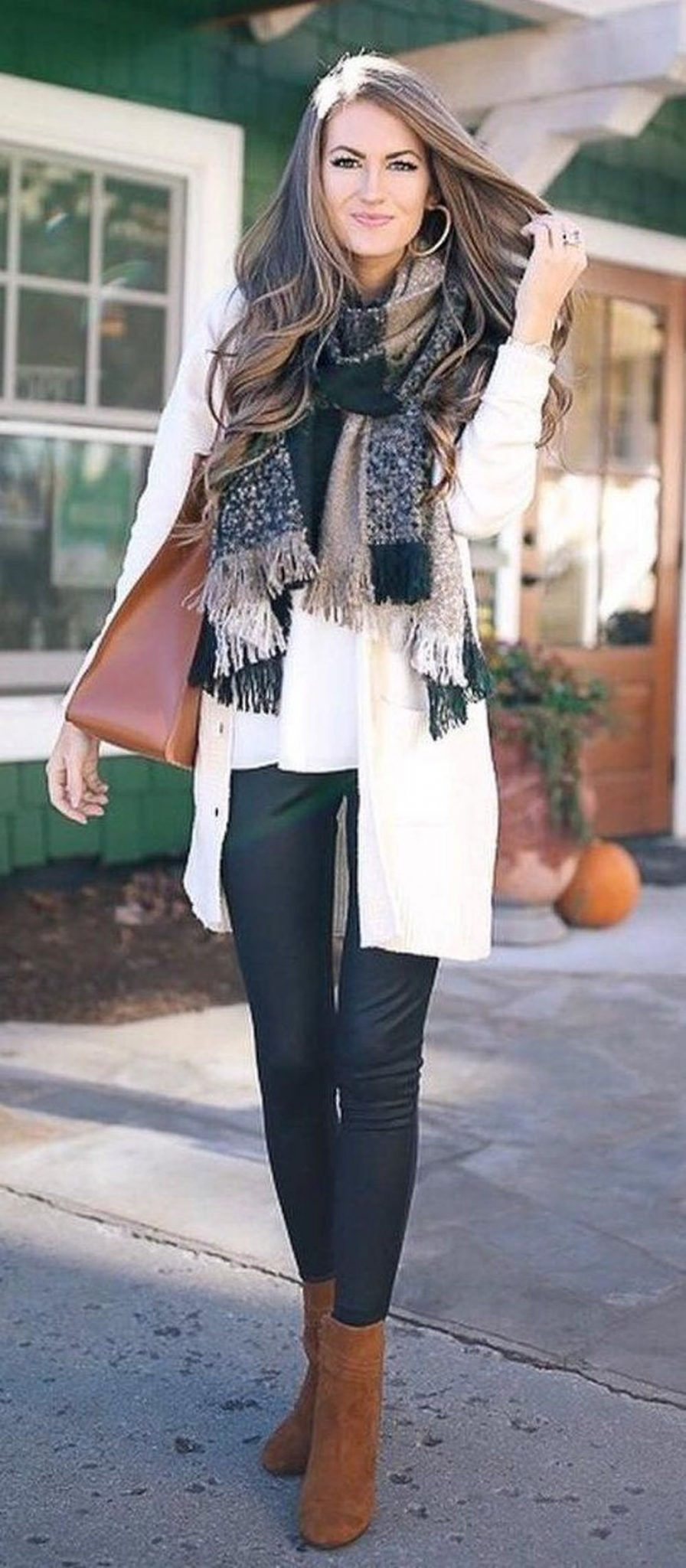 Fashionable scarves for winter outfits 87