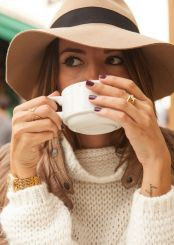 Fashionable women hats for winter and snow outfits 1