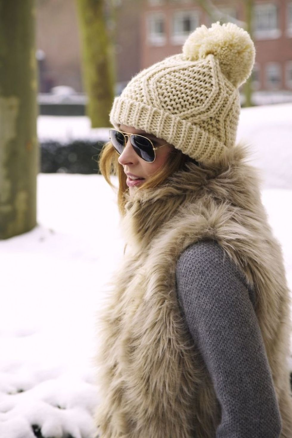 Fashionable women hats for winter and snow outfits 16