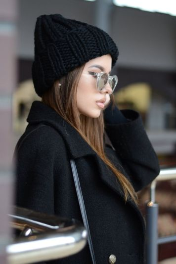 Fashionable women hats for winter and snow outfits 17