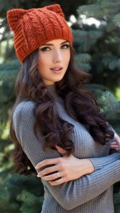 Fashionable women hats for winter and snow outfits 18