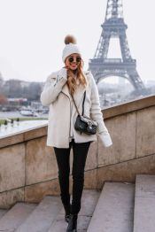 Fashionable women hats for winter and snow outfits 20