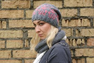 Fashionable women hats for winter and snow outfits 36