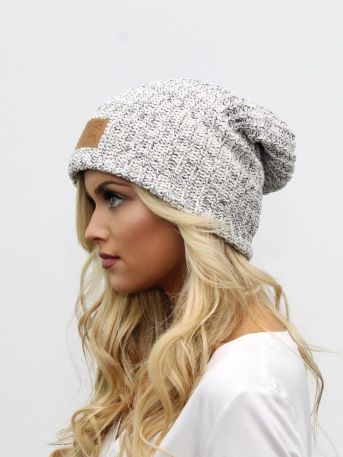 Fashionable women hats for winter and snow outfits 43