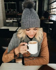 Fashionable women hats for winter and snow outfits 52