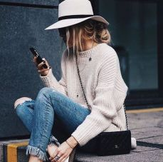 Fashionable women hats for winter and snow outfits 7