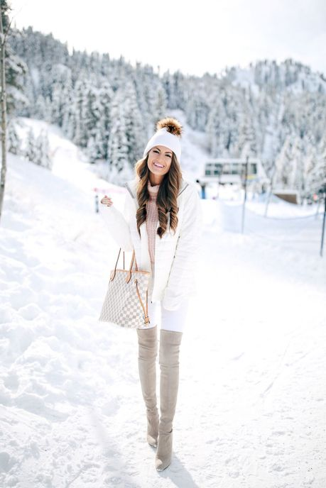Fashionable women snow outfits for this winter 15