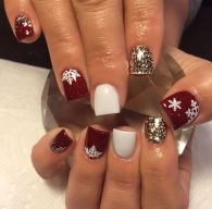 Gorgeous christmas nails ideas 16