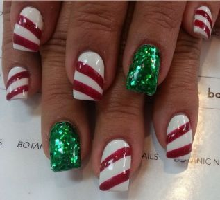 Gorgeous christmas nails ideas 40