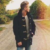 Men classy modern pompadour hairstyle 25