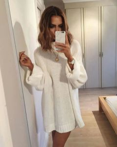 Fashionable oversized sweater for winter outfit 16