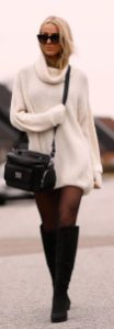 Fashionable oversized sweater for winter outfit 18