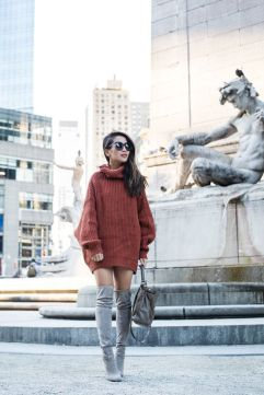 Fashionable oversized sweater for winter outfit 19