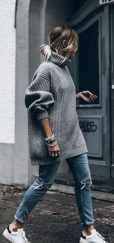 Fashionable oversized sweater for winter outfit 25