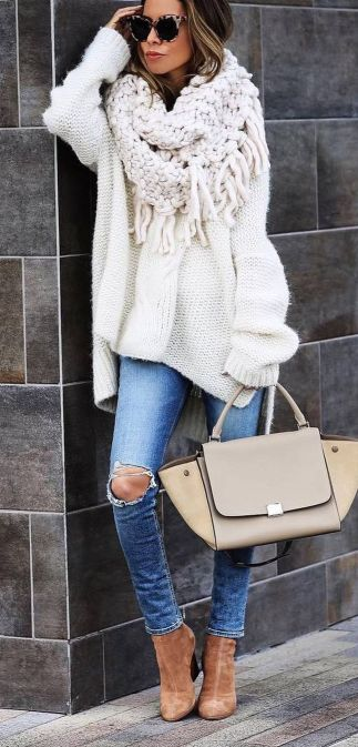 Fashionable oversized sweater for winter outfit 27