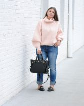 Fashionable oversized sweater for winter outfit 44