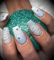 Sweet acrylic nails ideas for winter 14