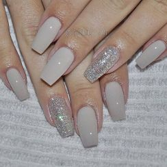 Sweet acrylic nails ideas for winter 15