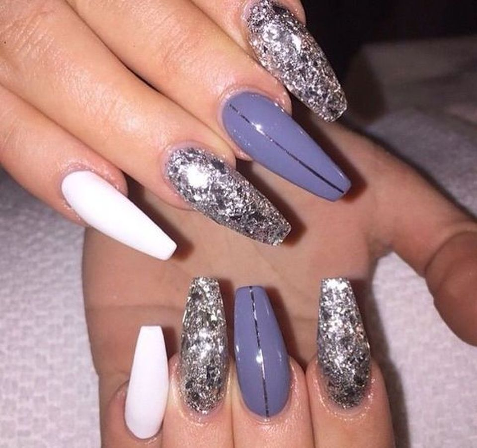 Sweet acrylic nails ideas for winter 32 - 130 Fresh Ideas To Make Glitter Acrylic Nails For This Winter