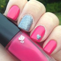 Lovely valentine nails design ideas 31