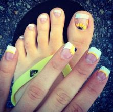 Best Colorful and Stylish Summer Nails Ideas 41