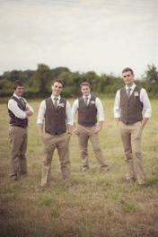 100+ Groomsmen Photos Poses Ideas You Can't Miss 19