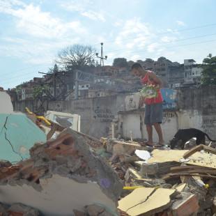 Favela do Metrô-Mangueira, na zona norte da cidade, tem imóveis demolidos pela prefeitura do Rio (Tânia Rêgo/Agência Brasil)