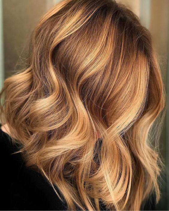 Медовый цвет волос: модные оттенки, фото окрашивания