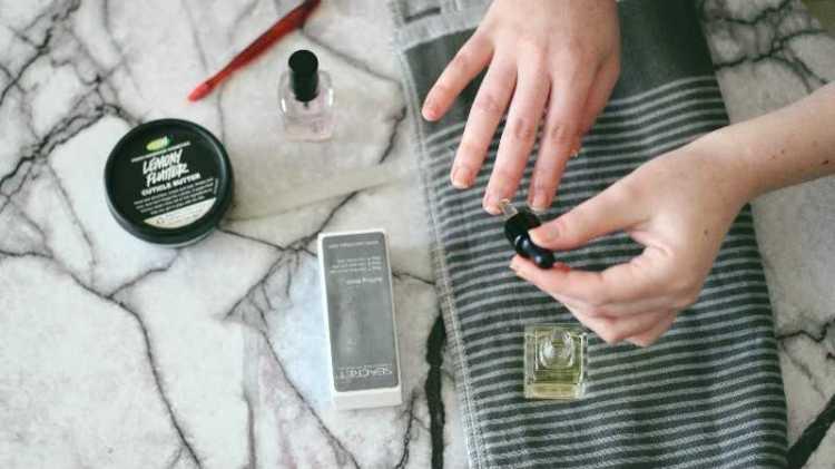 מדריך מניקור במגזין Fashion tails לובה שרגא