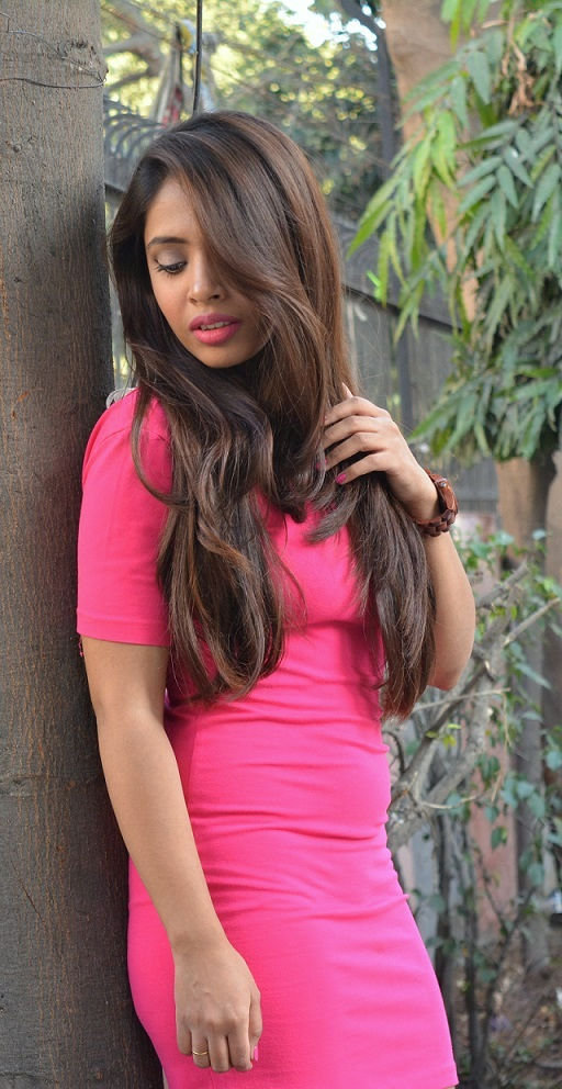 pink-outfit-long-hair-pink-lips-girl