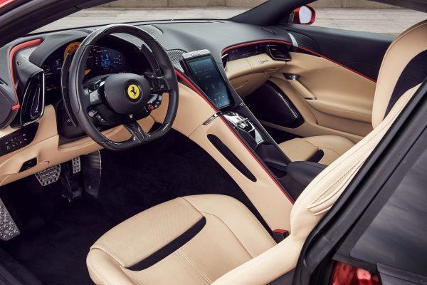Ferrari Roma Kokpit