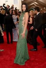 MET Gala 2015 Kendall Jenner en Calvin Klein GI