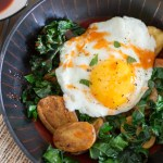 Crispy Potato and Kale Breakfast Bowls {with Sriracha-Honey Drizzle}