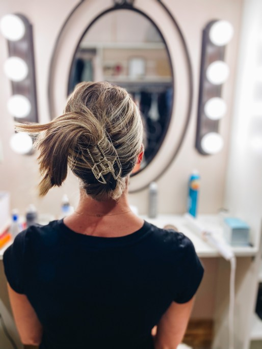 banana clip, short hairstyles   Claw Clip Hairstyles by popular Pittsburgh fashion blog, Fashionably Late Mom: image of a woman with a banana hair clip hairstyle.
