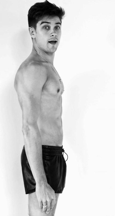 Raphael-Sander-by-Photographer-Marcio-Amaral-05-1024x1916