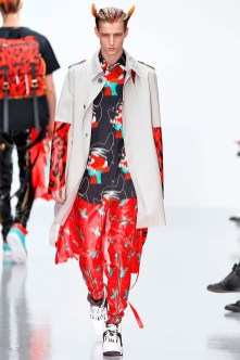 katie-eary-fall-winter-2014-show-0017
